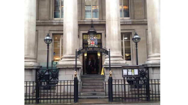 Law Society sets recommended minimum trainee wage a year after SRA scrapped it